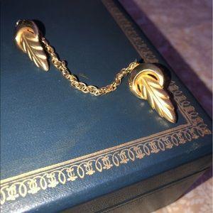Jewelry - Golden leaf cardigan clips